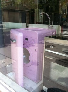 A washing machine/sink.