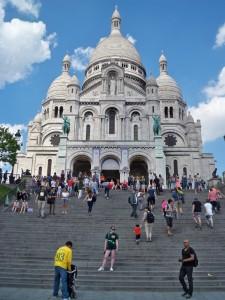 Me standing in front of Sacré-Cœur.